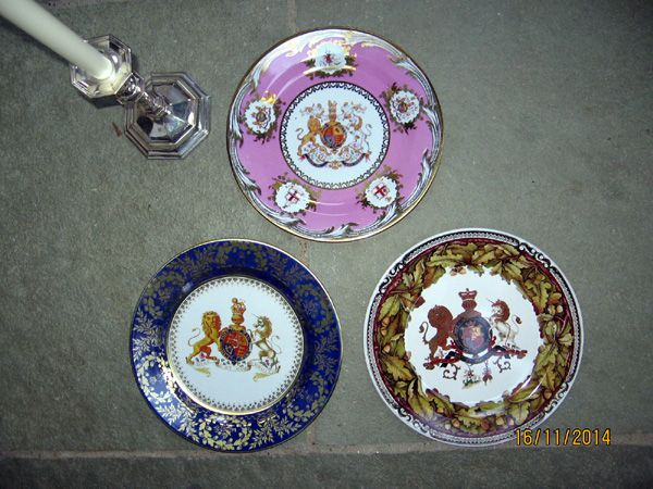 Gift Wrapped Set of 6 Coats of Arms Decorative Tin Themed Plates